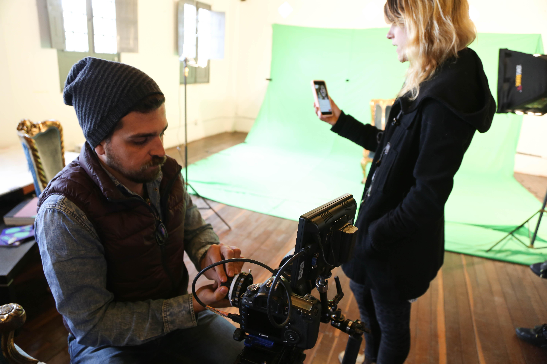 A viagem de Leo e Diana: casal roda o mundo gravando 80 clipes em 80 cidades diferentes
