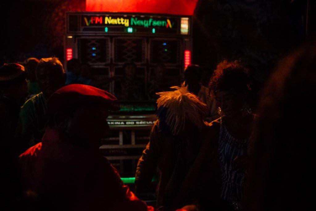 Radiola FM Natty Naifson. Um nome que a gente cresce ouvindo.(Foto: Ingrid Barros / Sobre o Tatame)